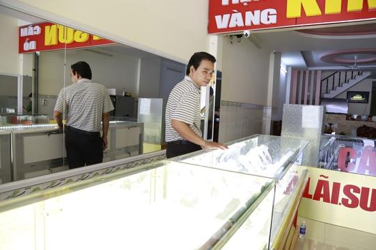Nhờ biết võ, anh Nguyễn Thanh Lâm (chủ tiệm vàng Kim Sơn ở Bình Dương) cùng vợ thoát chết