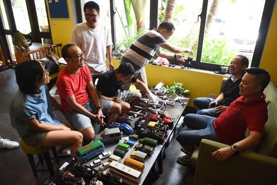Một cuộc offline diễn ra cuối tháng 8 tại Hà Nội đã tập hợp những người sưu tầm mô hình tĩnh đến giao lưu, chia sẻ niềm đam mê.