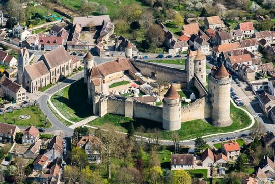 Lâu đài Blandy-les-Tours - Ảnh: photofrot.fr