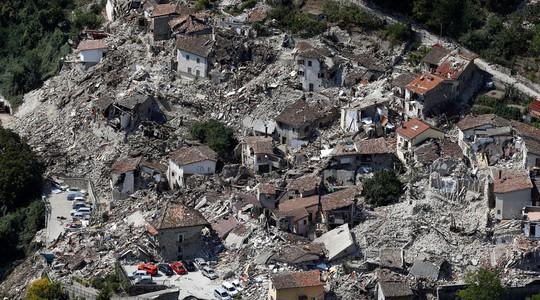Trận động đất hôm 24-8 làm 294 người chết. Ảnh: Reuters