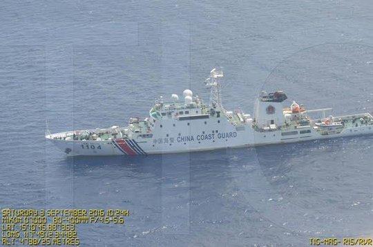 Một tàu Trung Quốc xuất hiện gần Scarborough hôm 3-9. Ảnh: RAPPLER