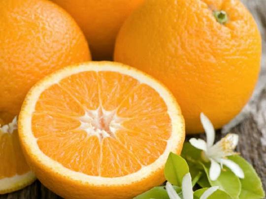 Theo Boldsky, cam rất giàu vitamin C giúp tăng lưu lượng máu đến các cơ quan tình dục, từ đó cải thiện chuyện ấy và giúp bạn dễ dàng đạt cực khoái.