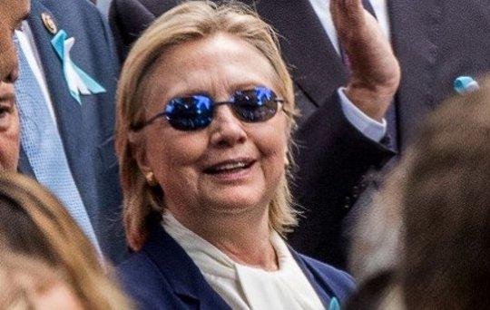 Ứng viên tổng thống đảng Dân chủ Hillary Clinton lễ tưởng niệm ngày 11-9 Ảnh: AP