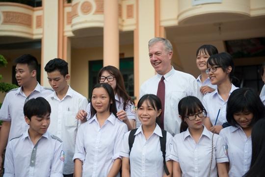 Đại sứ Osius gặp gỡ học sinh Trường THPT Chuyên Lê Quý Đôn