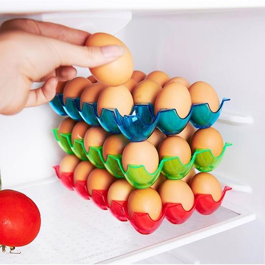 Dụng cụ đựng trứng chuyên dụng giúp bạn lưu trữ và bảo quản được nhiều trứng hơn.