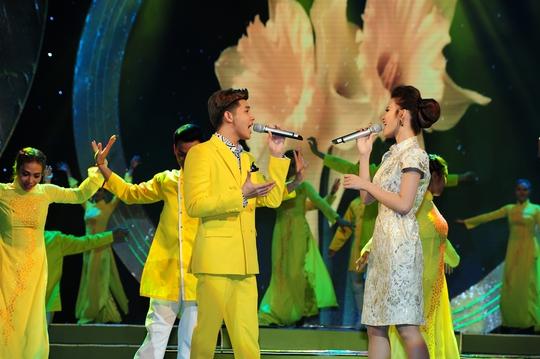 Noo Phước Thịnh và Đông Nhi trình diễn tại Lễ trao Giải Mai Vàng lần thứ 21-2015. Ảnh: Lý Võ Phú Hưng