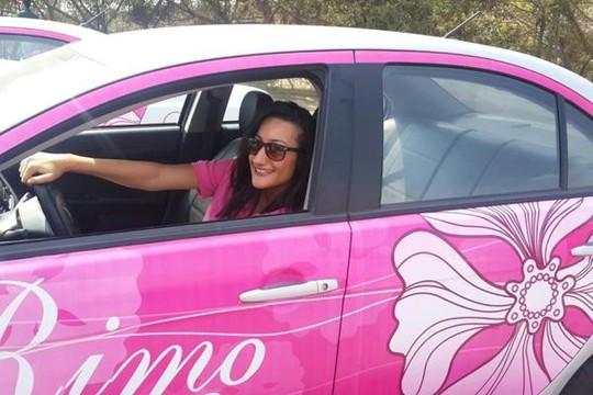 Nhiều người cáo buộc người sáng lập Pink Taxi tận dụng nỗi sợ mất an toàn của phụ nữ để kinh doanh.