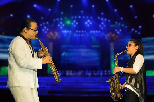 Nghệ sĩ Trần Mạnh Tuấn biểu diễn cùng con gái An Trần trong ca khúc Thằng Cuội, ca khúc chủ đề và cũng nổi bật nhất trong album Thằng Cuội