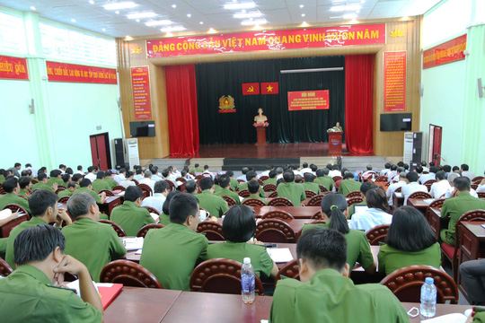 Quang cảnh hội nghị sáng 30- 6