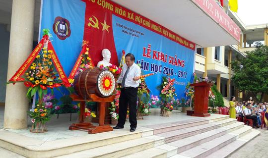 Bộ trưởng Trương Minh Tuấn dự lễ khai giảng tại Trường THPT Đồng Hới (Quảng Bình)