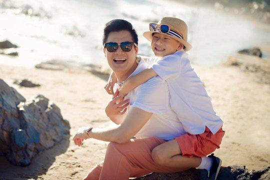 Ca sĩ Quang Dũng với con trai