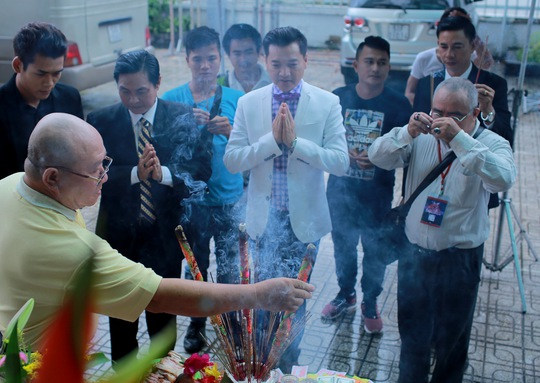 Quang Minh thành kính khấn Tổ nghiệp