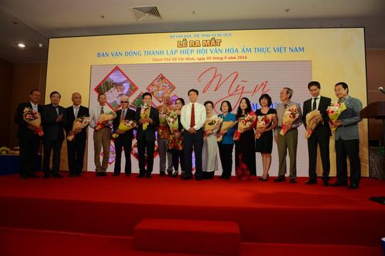 Lễ ra mắt các thành viên trong Ban vận động thành lập Hiệp hội Văn hóa ẩm thực Việt Nam