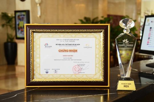 Khách sạn Rex đã vinh dự nhận Giải thưởng Khách sạn 5 sao hàng đầu Việt Nam