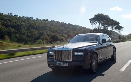 Rolls-Royce Phantom Series II với trục cơ sở kéo dài EWB
