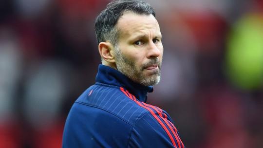 Giggs có cơ hội đối đầu Mourinho và M.U