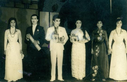 Các nghệ sĩ đoạt giải HCV Thanh Tâm năm 1964: NSND Diệp Lang (HCV xuất sắc), NSƯT Thanh Sang, NSND Lệ Thủy (HCV triển vọng).