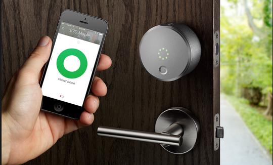 Ổ khóa thông minh. Chúng ta có điện thoại thông minh, TV thông minh, đồng hồ thông minh,..và bây giờ thì ổ khóa cũng thông minh nốt. Với chiếc ổ khóa này thì khỏi sợ quên hay mất chìa khóa nữa rồi nhé.
