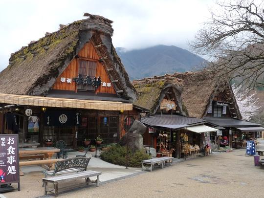 Làng cổ Shirakawago nổi tiếng ở Nhật Bản