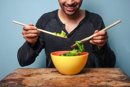 Nam giới ăn chay giảm nguy cơ ung thư tuyến tiền liệt - Ảnh: Shutterstock