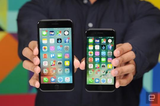 iPhone 7 Plus sở hữu camera kép nhưng về cơ bản, nó không quá vượt trội so với iPhone 7, ngoài tính linh động khi chụp nhờ khả năng zoom quang. Ảnh: Engadget.