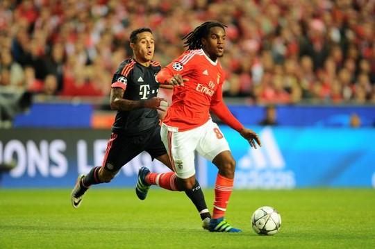 Sanches trong một lần đối đầu Bayern ở Champions League