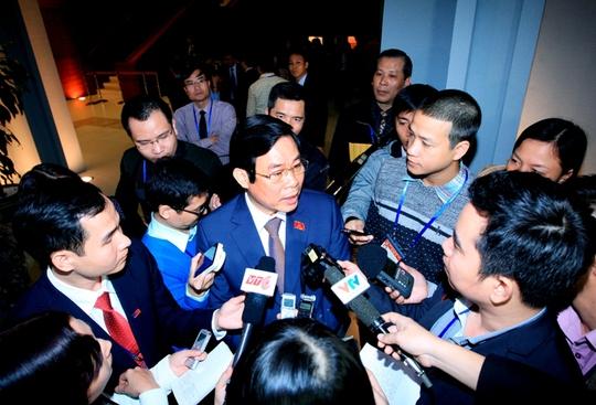Bộ trưởng Bộ Thông tin - Truyền thông Nguyễn Bắc Son trả lời báo chí sáng 21-1