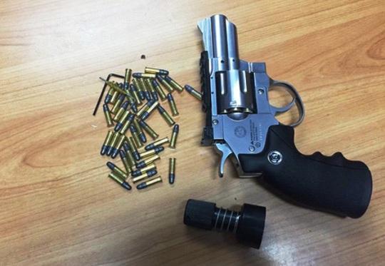 Một vụ vận chuyển súng qua đường hàng không bị hải quan Tân Sơn Nhất thu giữ
