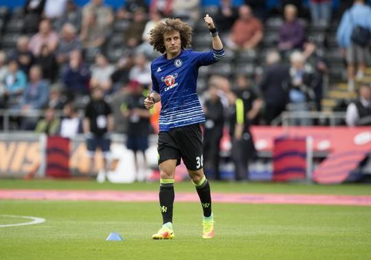 Luiz sẽ được HLV Conte đá chính thay Terry