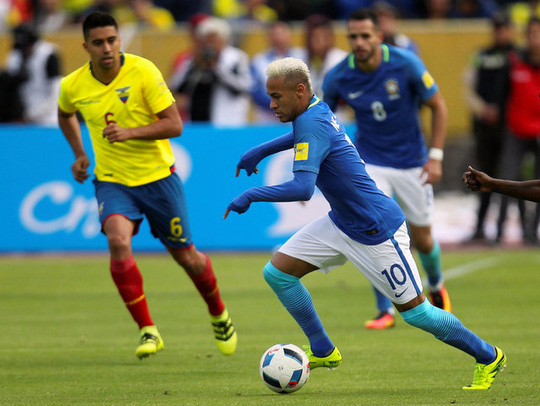 Jesus lập cú đúp, Brazil đè bẹp Ecuador