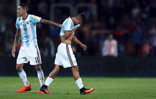 Dybala rời sân cuối hiệp 1