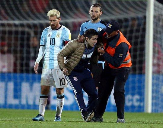 Fan cuồng liều mình gặp Messi