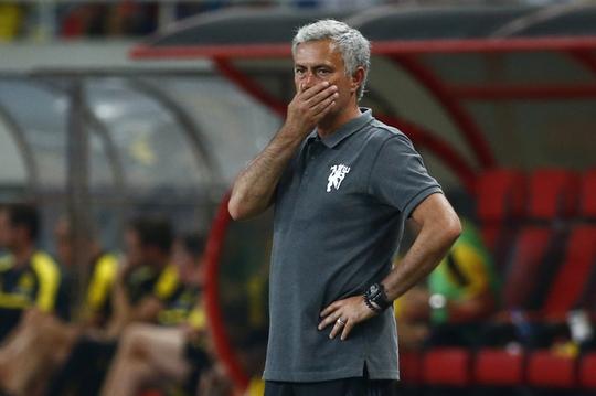 HLV Mourinho nhận trận thua muối mặt trước Dortmund