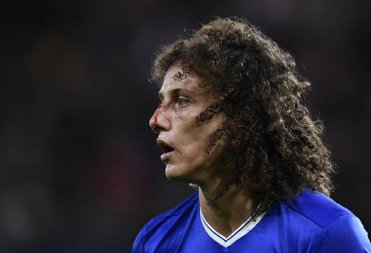 Luiz đổ máu nhưng Chelsea vẫn thua