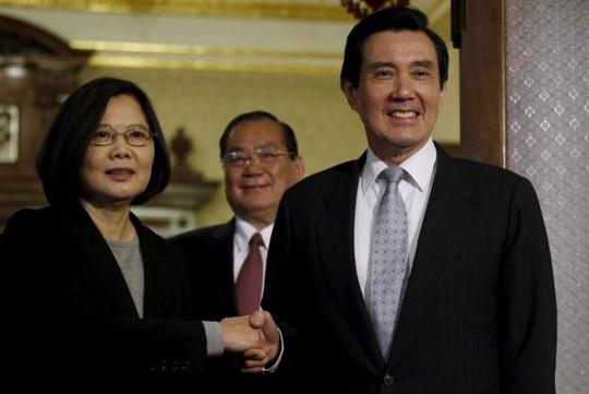 Bà Thái Anh Văn (trái), lãnh đạo mới đắc cử của Đài Loan có quan điểm chống Trung Quốc. Ảnh: Reuters