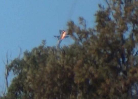 Chiếc Su-24 khi bị chiến đấu cơ Thổ Nhĩ Kỳ bắn hạ hồi cuối năm ngoái. Ảnh: Reuters