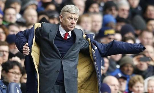 HLV Wenger khẳng định sự tiêu cực của các CĐV chẳng giúp ích gì cho đội bóng