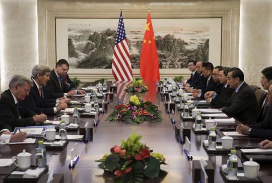 Ông Kerry phát biểu trong cuộc họp. Ảnh: Reuters