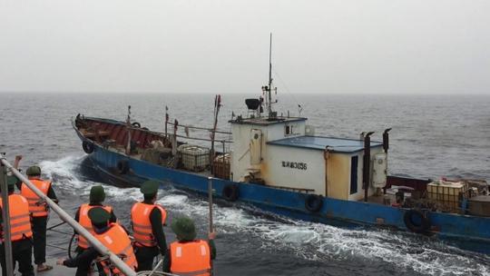 Bộ đội biên phòng bắt tàu Trung Quốc xâm phạm chủ quyền trên biển của Việt Nam
