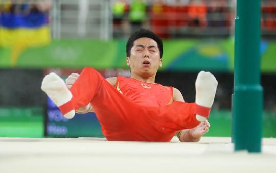 TDDC Trung Quốc đại bại tại Rio 2016, tiêu biểu là hình ảnh VĐV Yu Hao ngã nhào ở chung kết nội dung xà kép