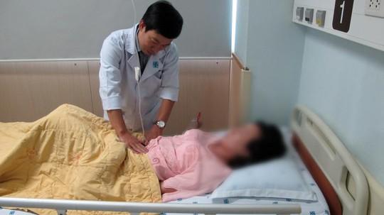 Nữ sinh viên may mắn được các bác sĩ phát hiện mang thai đồng thời ngoài vừa ý muốn vừa nguy hiểm tính mạng.