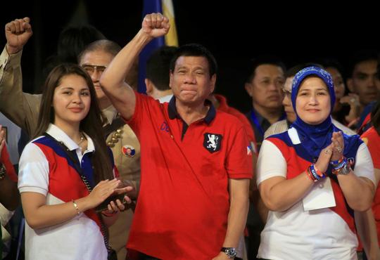 Ứng cử viên Rodrigo Duterte trong lần vận động tranh cử cuối cùng ở thủ đô Manila đêm 7-5Ảnh: REUTERS