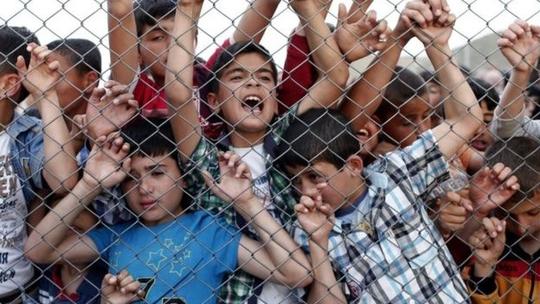 Hàng ngàn người di cư, trong đó có nhiều trẻ em, đang ở trong trại tị nạn Nizip, phía Đông Nam Thổ Nhĩ Kỳ. Ảnh: EPA