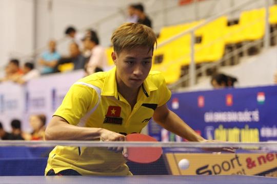 Nguyễn Anh Tú (Hà Nội T&T) là một trong các ứng viên cho ngôi vô địch đơn nam Ảnh: Đào Tùng