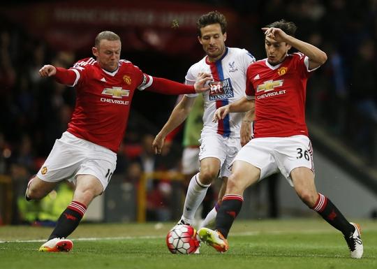 M.U của Rooney (trái) có thành tích đối đầu cực tốt trước Crystal PalaceẢnh: REUTERS