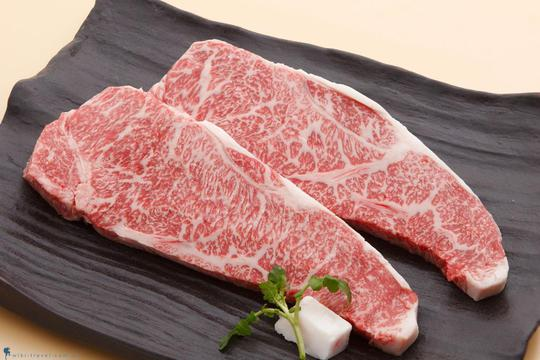 Thịt bò Kobe giá cao gấp 5-6 lần thịt bò Mỹ, Australia vẫn được người tiêu dùng Việt đón nhận.