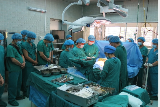 Các y, bác sĩ mặc niệm, tri ân người hiến tạng tại Bệnh viện Chợ Rẫy (TP HCM)