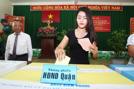 Cuộc bầu cử đại biểu Quốc hội khóa XIV và đại biểu HĐND các cấp nhiệm kỳ 2016-2021 được đánh giá thành công, với 99,35% cử tri cả nước đi bỏ phiếuẢnh: Hoàng Triều