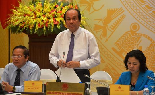 Bộ trưởng, Chủ nhiệm Văn phòng Chính phủ Mai Tiến Dũng trả lời báo chí tại cuộc họp báo vào chiều 5-5. Ảnh: NGUYỄN HƯỞNG