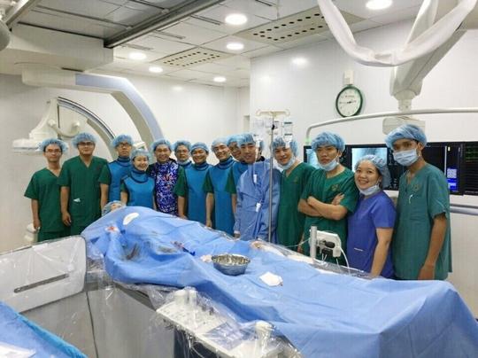 Đội ngũ y bác sĩ đã được trang bị chuyên môn sâu về tim mạch để thực hiện cứu người.